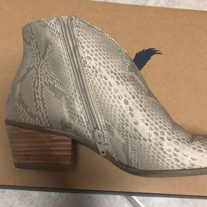 American Eagle Outfitters Shoes - American Eagle booties! 🔥